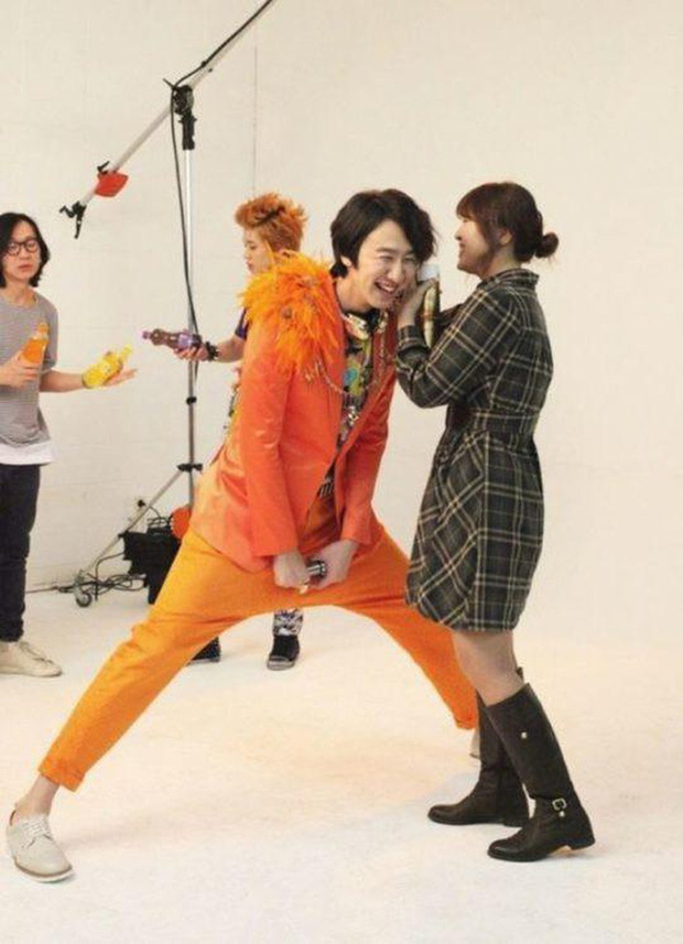 Cả Kbiz bỗng bé lại khi Lee Kwang Soo xuất hiện: Song Joong Ki, D.O. (EXO) bị dìm thê thảm, Park Bo Young đi guốc cả tấc vẫn... tí hon - Ảnh 10.