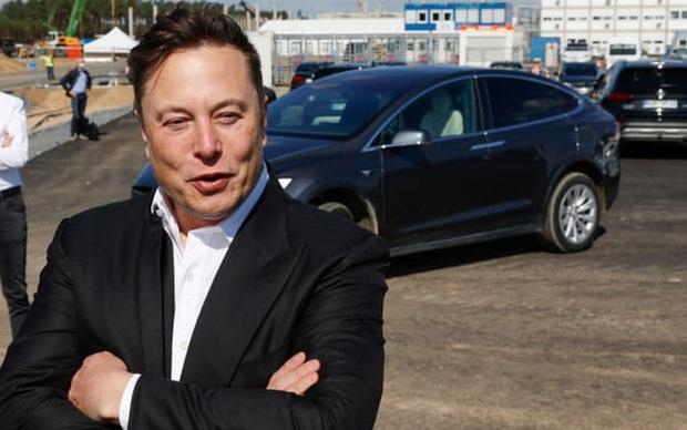 Bí mật bất ngờ đằng sau sự vụt sáng từ công ty sắp phá sản trở thành hãng xe hơi lớn nhất thế giới sau chưa đầy 2 năm của Tesla - Ảnh 1.
