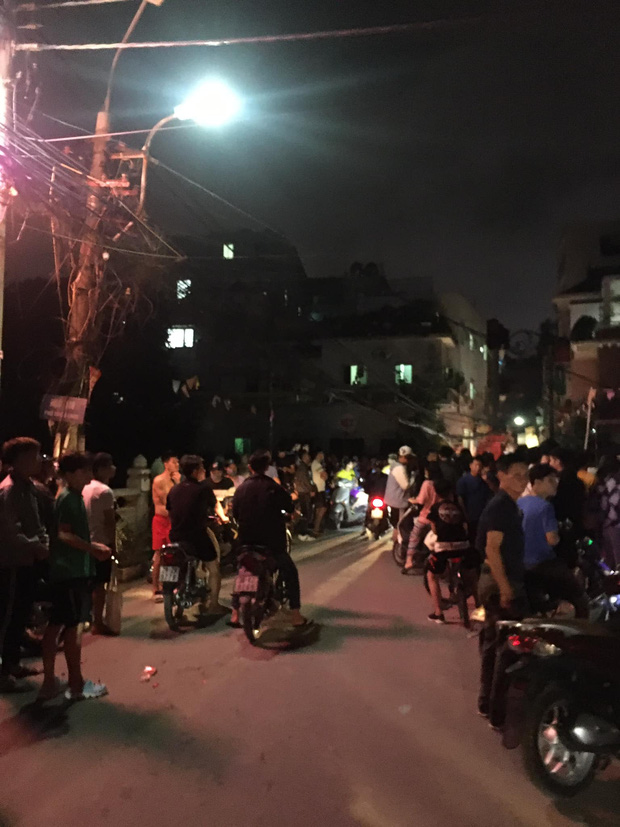 Hà Nội: Người đàn ông ném bom xăng, nghi dằn mặt hàng xóm vì hát karaoke quá to - Ảnh 2.