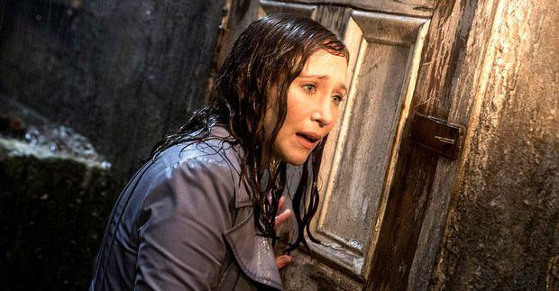 5 pha nhập vai thần hồn điên đảo ở phim kinh dị: Bà đồng The Conjuring chưa là gì so với nữ hoàng ghê rợn hành con gái ra bã! - Ảnh 7.