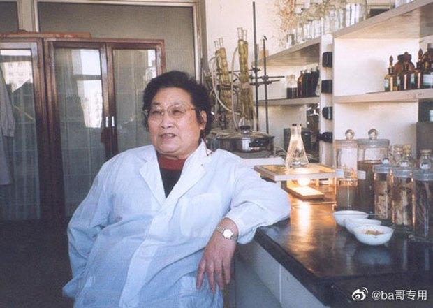 Chị đẹp Châu Tấn để tóc vén rèm lộ cả trán, diện nguyên set đồ chuẩn style bà dì thôn quê ở phim mới - Ảnh 9.