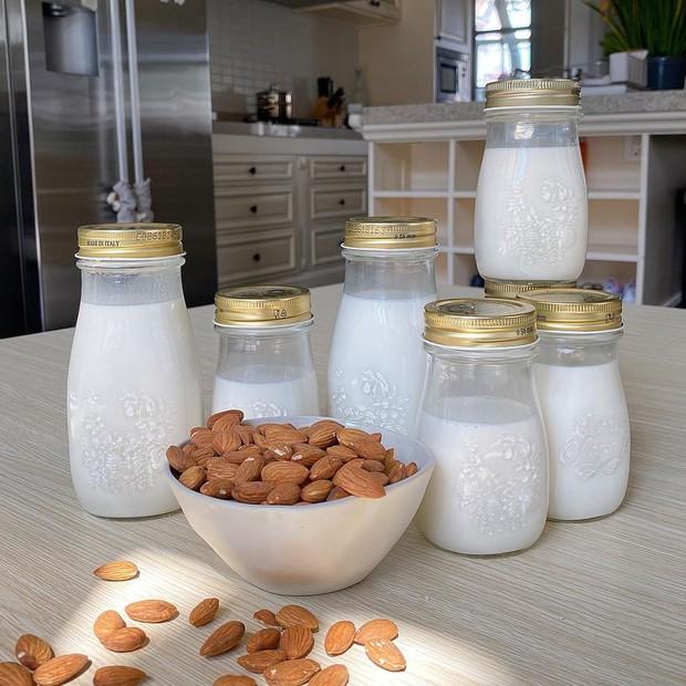 Hà Tăng toàn nhờ cậy chiếc máy 12 triệu này để làm sữa hạt giữ dáng, đẹp da - Ảnh 2.