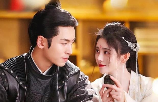 Như Ý Phương Phi chưa hết, Cúc Tịnh Y đã bị anh đẹp khác bế đi cưới gấp ở hậu trường phim mới - Ảnh 5.