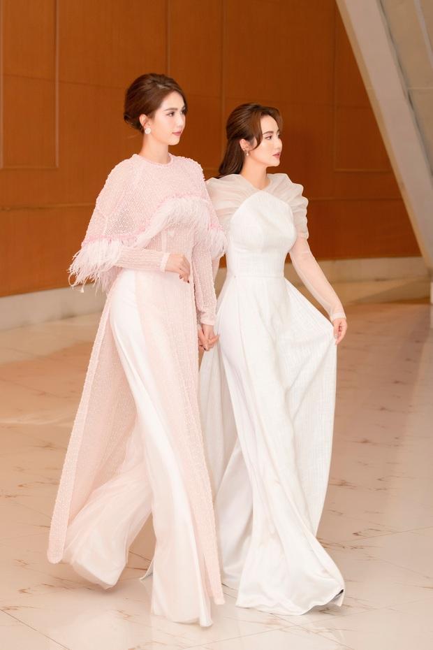 Hương Giang lần đầu dự sự kiện sau drama với antifan, để lộ thần sắc khác 180 độ so với Ngọc Trinh - Huyền Lizzie - Ảnh 6.