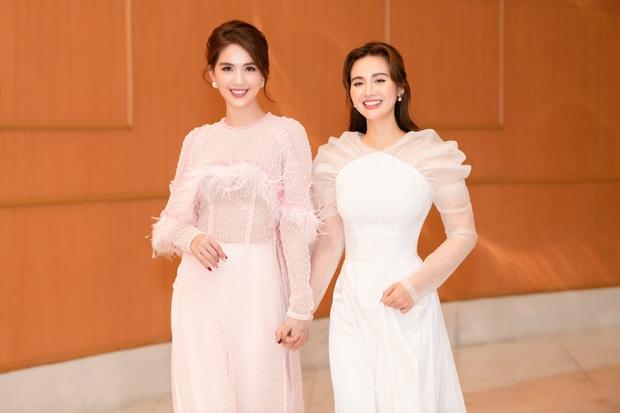 Hương Giang lần đầu dự sự kiện sau drama với antifan, để lộ thần sắc khác 180 độ so với Ngọc Trinh - Huyền Lizzie - Ảnh 4.