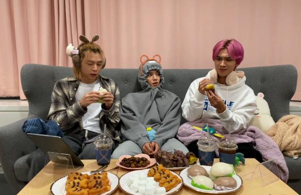 Hendery (NCT) sốc khi biết người Hàn ăn khoai lang với kim chi, còn bị thành viên cùng nhóm dụ ăn thử cực nhiệt tình - Ảnh 3.