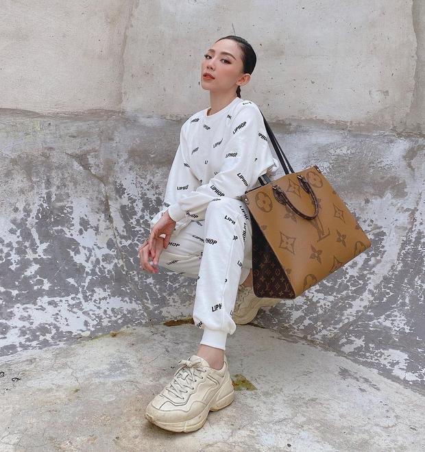"""Tóc Tiên, Linh Ka chênh nhau cả giáp vẫn đụng hàng """"nảy lửa"""", lại xuất hiện trên Instagram của thương hiệu Hàn - Ảnh 1."""