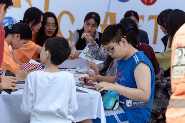 Lần đầu tiên Hà Nội xuất hiện hội chợ sở thích cho giới trẻ, đi tay không nhưng ai cũng có quà đem về - Ảnh 6.