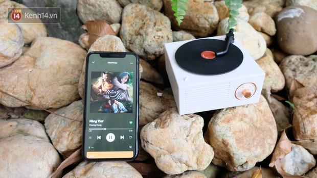 Chị Google review loa Bluetooth đĩa hát retro cực xinh, nhìn phát mê ngay - nghe phát yêu luôn - Ảnh 1.