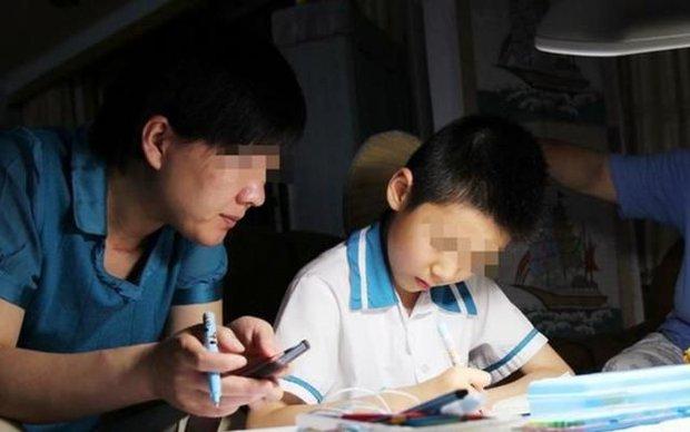 Con trai học từ sáng tới 23h chưa được nghỉ, cậu xin mẹ ngủ 5 phút và mãi mãi không tỉnh dậy - Ảnh 1.