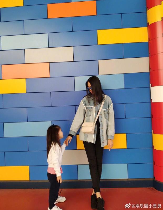 Tiểu công chúa 4 tuổi nhà Hoa hậu Thế giới Trương Tử Lâm gây sốt với chiều cao vượt trội, hứa hẹn trở thành mỹ nhân tương lai - Ảnh 6.