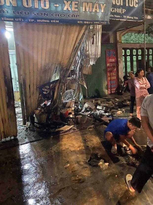 Hưng Yên: Nữ lao công bị ô tô đi ngược chiều tông tử vong thương tâm - Ảnh 1.