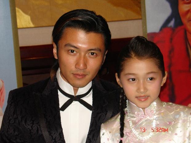 Không thể tin được đây là ảnh hồi bé của tài tử Tạ Đình Phong: Xinh như công chúa, lại còn quá giống Quan Hiểu Đồng - Ảnh 4.