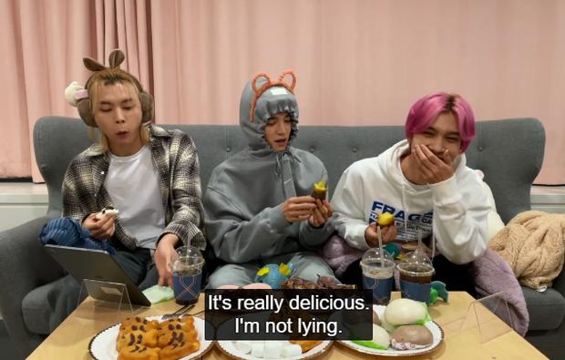Hendery (NCT) sốc khi biết người Hàn ăn khoai lang với kim chi, còn bị thành viên cùng nhóm dụ ăn thử cực nhiệt tình - Ảnh 5.