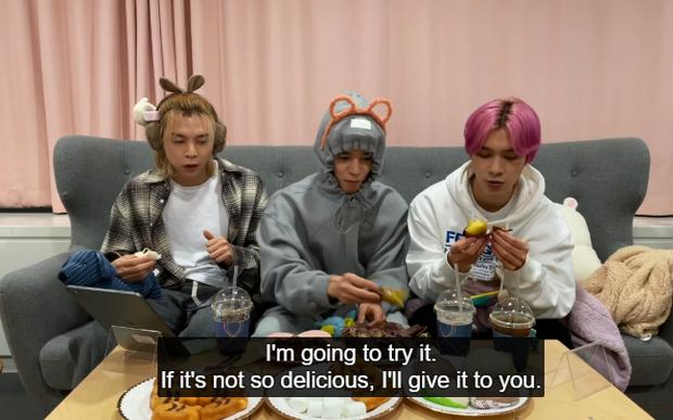 Hendery (NCT) sốc khi biết người Hàn ăn khoai lang với kim chi, còn bị thành viên cùng nhóm dụ ăn thử cực nhiệt tình - Ảnh 7.