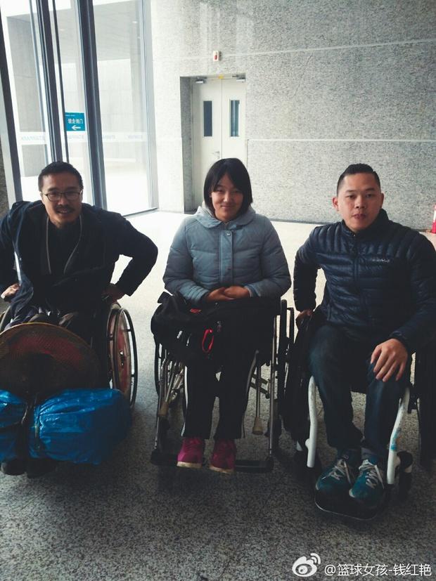 Tiền Hồng Diễm và những người bạn cùng cảnh ngộ tham gia chương trình Hướng Tới Hạnh Phúc vào năm 2016