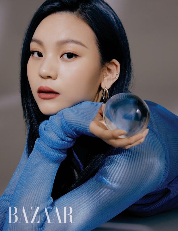 GFRIEND lột xác táo bạo trên tạp chí: Nữ idol xấu nhất lịch sử nhận không ra vì lột xác hút hồn, Yerin e ấp vòng 1 xịt máu mũi - Ảnh 2.
