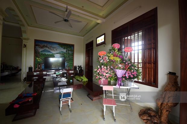 Độc quyền: Cận cảnh phòng riêng và loạt bằng khen của Hoa hậu Việt Nam Đỗ Thị Hà trong cơ ngơi rộng hàng trăm m2 ở Thanh Hoá - Ảnh 19.