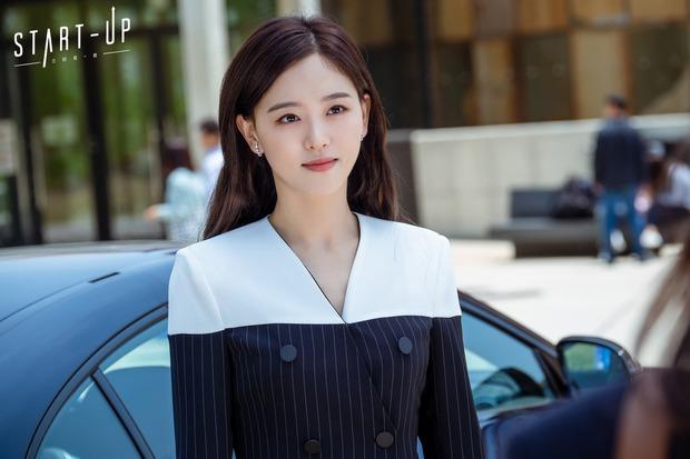 Chẳng phải hai nam thần, chị gái đành hanh Kang Han Na mới là người âm thầm quan tâm Suzy ở Start Up - Ảnh 2.