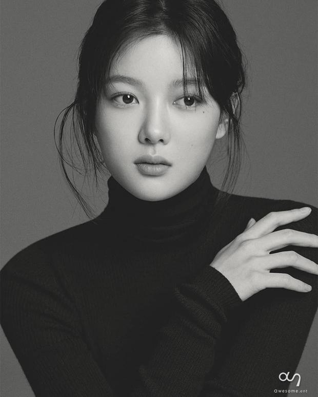 Về chung nhà với Park Seo Joon, sao nhí Mặt Trăng Ôm Mặt Trời gây choáng với bộ ảnh mới: Từ nay hãy gọi Kim Yoo Jung là nữ thần! - Ảnh 5.
