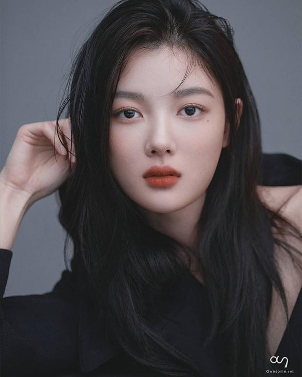 Về chung nhà với Park Seo Joon, sao nhí Mặt Trăng Ôm Mặt Trời gây choáng với bộ ảnh mới: Từ nay hãy gọi Kim Yoo Jung là nữ thần! - Ảnh 2.