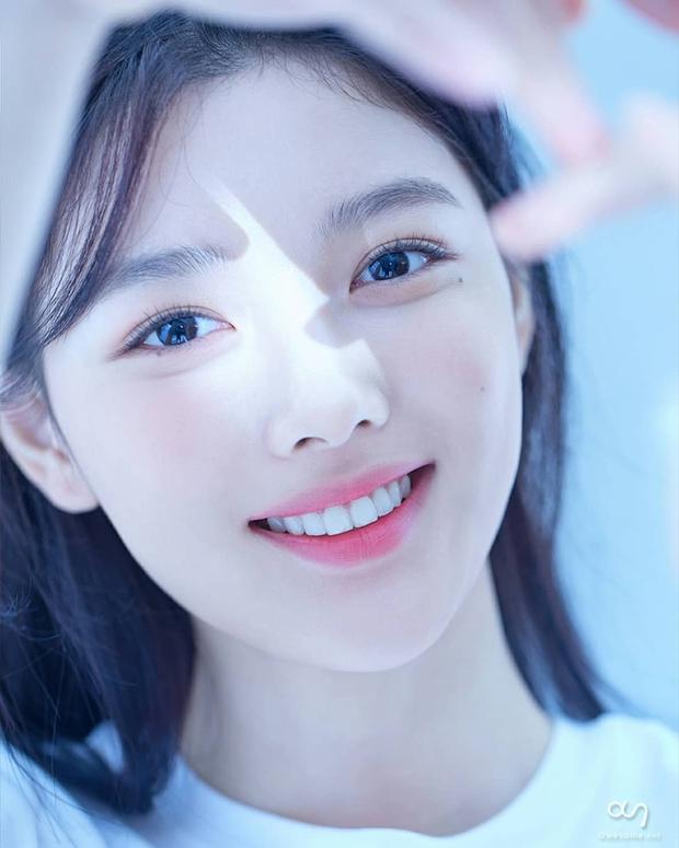 Về chung nhà với Park Seo Joon, sao nhí Mặt Trăng Ôm Mặt Trời gây choáng với bộ ảnh mới: Từ nay hãy gọi Kim Yoo Jung là nữ thần! - Ảnh 7.