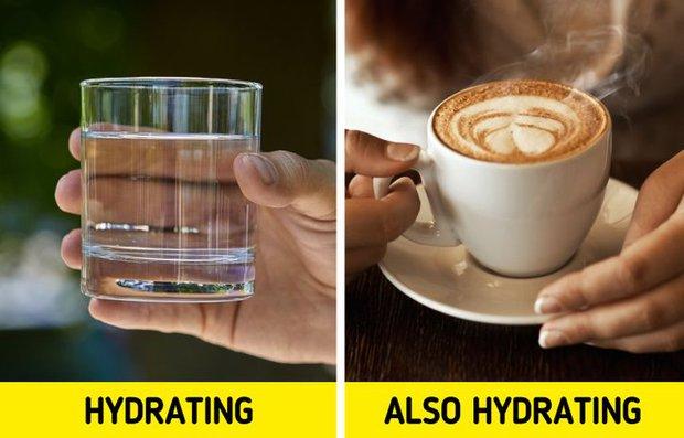 Việc uống nước nghe thì dễ nhưng có khá nhiều lầm tưởng, ai cũng từng mắc phải ít nhất 1 điều - Ảnh 2.