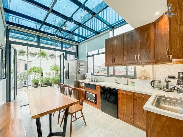 Nhờ đến 2 đội thiết kế, cặp vợ chồng có được ngôi nhà cưng như con, ngắm khu vực bếp mới hiểu vì sao - Ảnh 12.