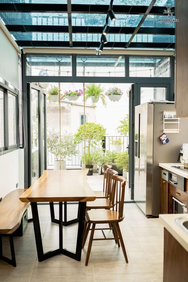 Nhờ đến 2 đội thiết kế, cặp vợ chồng có được ngôi nhà cưng như con, ngắm khu vực bếp mới hiểu vì sao - Ảnh 11.