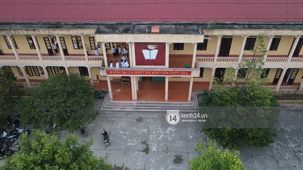 Độc quyền phỏng vấn thầy giáo cấp 3 của Đỗ Thị Hà: Tiết lộ điểm ĐH của tân Hoa hậu, các giáo viên có thái độ bất ngờ khi học sinh đăng quang - Ảnh 11.