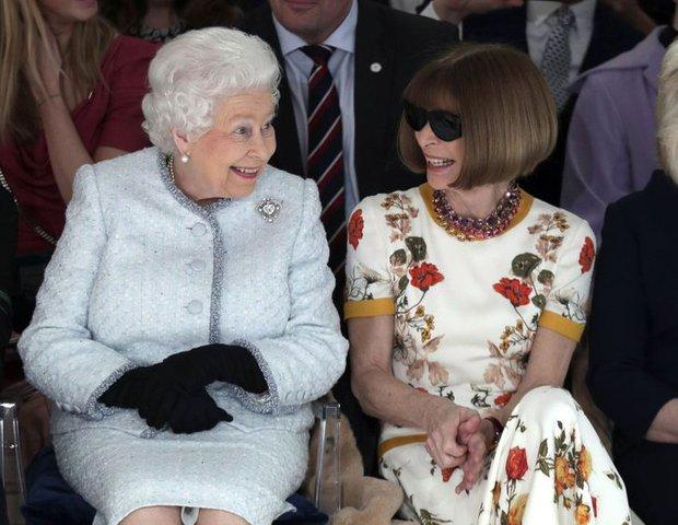 Những quy tắc mà đến cả các ngôi sao nổi tiếng cũng phải tuân thủ nếu muốn diện kiến Nữ hoàng Anh, file đính kèm còn khổ sở hơn  - Ảnh 4.