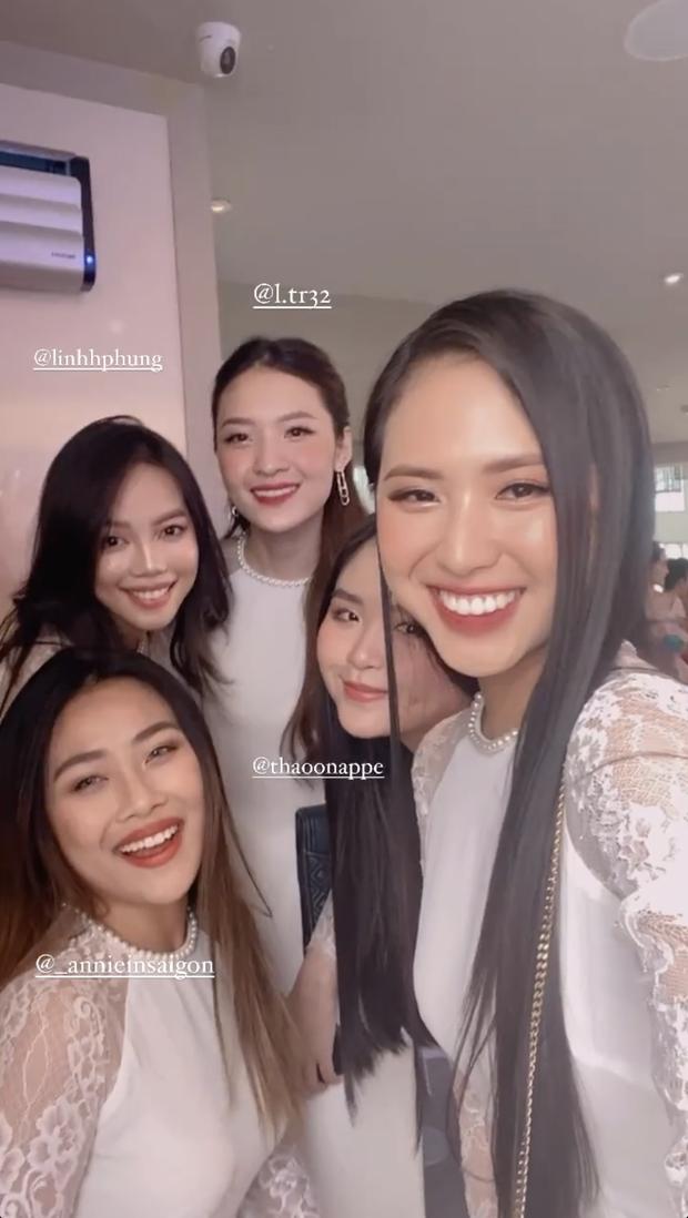 Dàn bê tráp toàn gái xinh trong đám hỏi Phan Thành, có cả thí sinh Hoa hậu mới đỉnh - Ảnh 2.