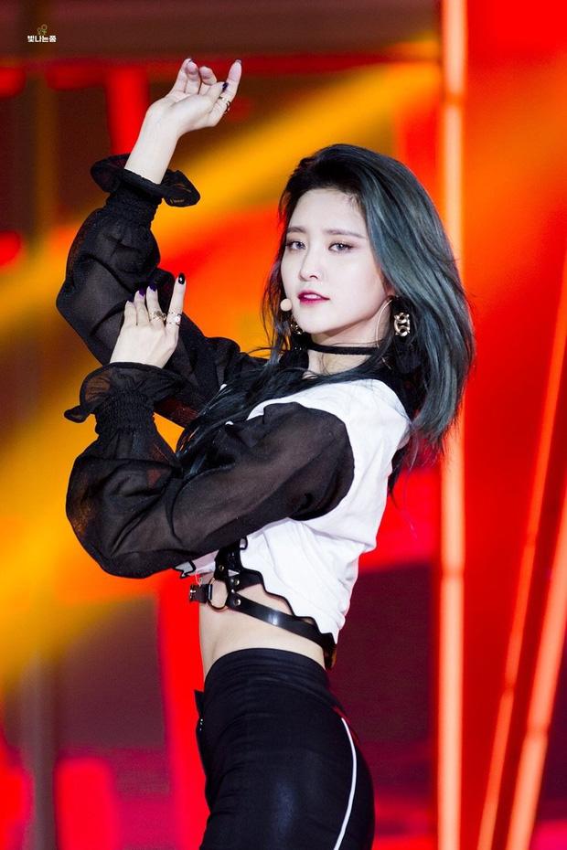 Hội em út kiêm main dancer của Kpop: BLACKPINK và 2NE1 trùng hợp bất ngờ, 1 nam idol là cỗ máy nhảy huyền thoại từ lúc 15 tuổi - Ảnh 21.