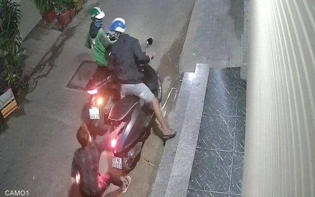 Tình tiết ly kỳ trong vụ bắt giữ hai kẻ cướp xe Vespa gây lo sợ ở quận Bình Tân - Ảnh 1.