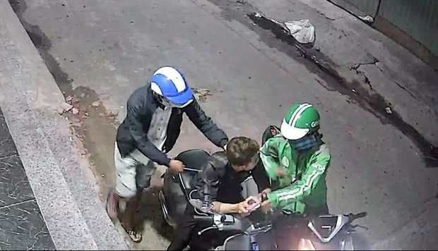 Tình tiết ly kỳ trong vụ bắt giữ hai kẻ cướp xe Vespa gây lo sợ ở quận Bình Tân - Ảnh 2.