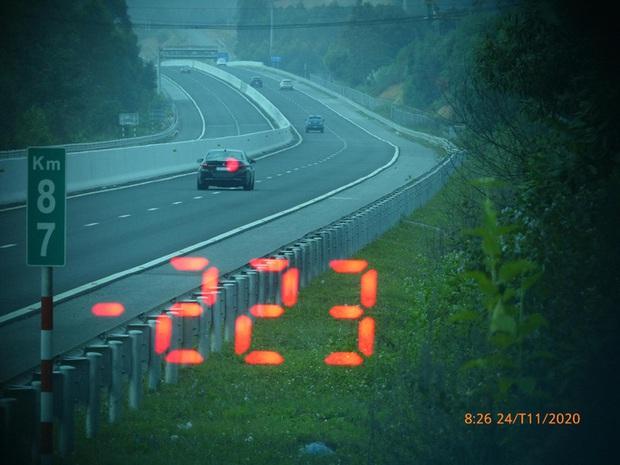 Vội đi ăn cưới, tài xế BMW phóng như bay với tốc độ 223km/giờ trên cao tốc - Ảnh 1.