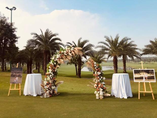MC Thu Hoài và ông xã giám đốc tổ chức tiệc mời cưới xịn sò ở sân golf, dân tình đặt gạch chờ đám cưới - Ảnh 3.