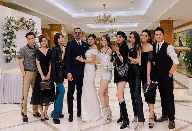 Việt Anh, cá sấu chúa Quỳnh Nga, Phanh Lee và hội bạn bè nổi tiếng quy tụ trong tiệc mời cưới của MC Thu Hoài - Ảnh 1.