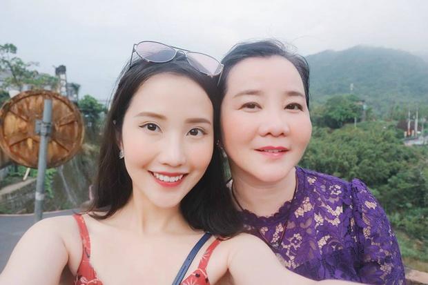Hóa ra mẹ vợ của thiếu gia Phan Thành là giám khảo Hoa hậu Hoàn vũ VN với câu nói gây ám ảnh Trừ điểm thanh lịch! - Ảnh 3.