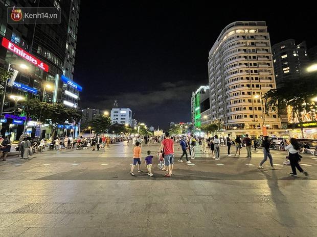 Ngắm Sài Gòn về đêm qua ống kính iPhone 12 Pro Max - Ảnh 7.