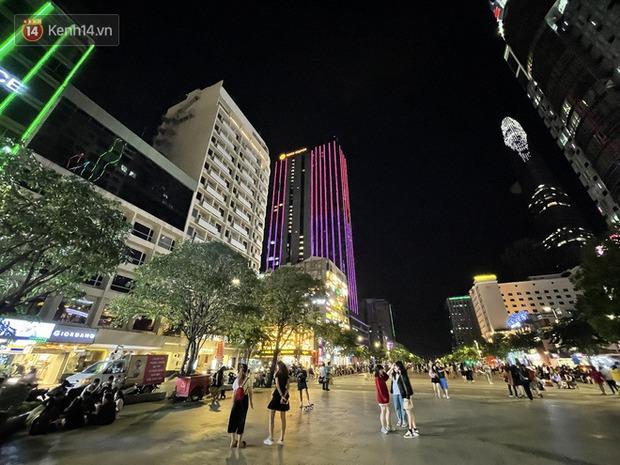 Ngắm Sài Gòn về đêm qua ống kính iPhone 12 Pro Max - Ảnh 9.
