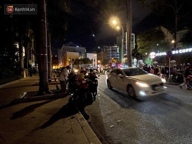 Ngắm Sài Gòn về đêm qua ống kính iPhone 12 Pro Max - Ảnh 10.