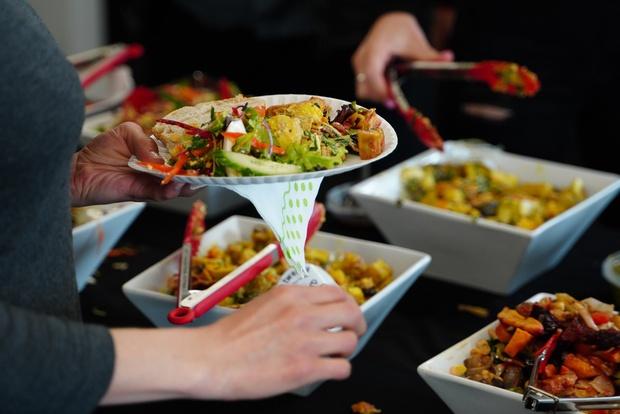 Những nhà hàng buffet trên thế giới phạt khách lãng phí đồ ăn thế nào? - Ảnh 2.