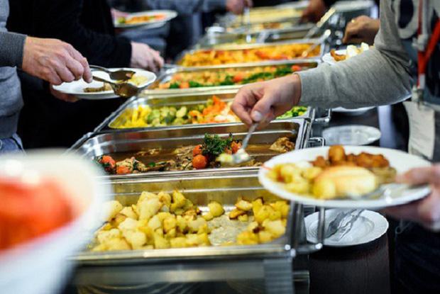 Những nhà hàng buffet trên thế giới phạt khách lãng phí đồ ăn thế nào? - Ảnh 4.