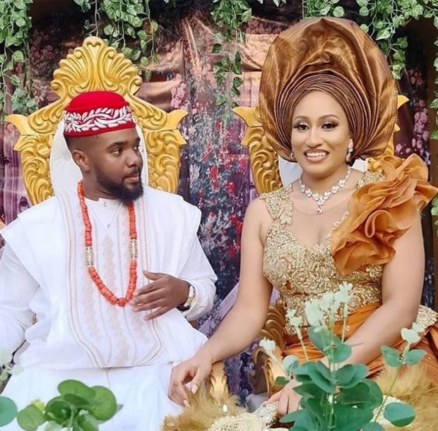 Đi đám cưới bạn, người đàn ông dắt theo 6 cô người yêu, cô nào cũng bầu vượt mặt chiếm hết spotlight của quan viên 2 họ - Ảnh 1.