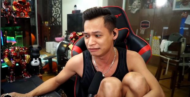 Nữ streamer xinh đẹp gốc Việt hoảng sợ vì bị fan cuồng troll, gửi 25 chiếc pizza và gọi luôn đội cứu hỏa đến nhà riêng - Ảnh 1.