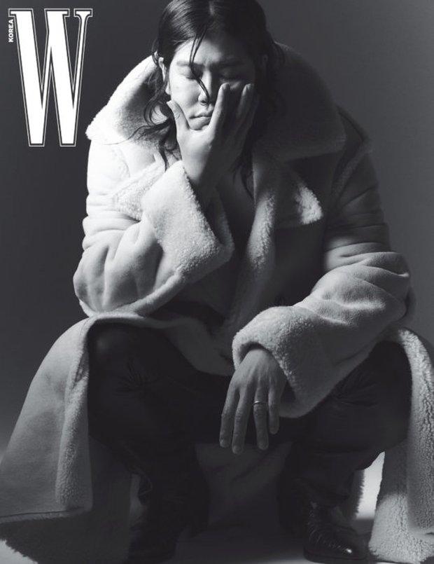 """Từng bị miệt thị """"xấu xí"""", nay chồng của Lee Hyori khiến dân tình """"ố á"""" khi lên tạp chí: Thần thái căng đét, bắp tay cuồn cuộn gây choáng - Ảnh 5."""