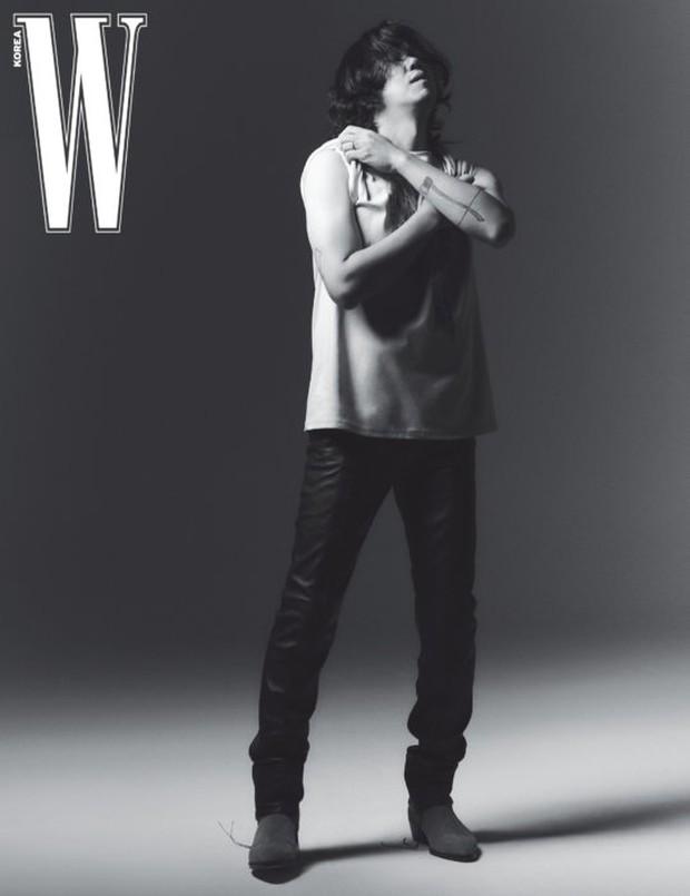 """Từng bị miệt thị """"xấu xí"""", nay chồng của Lee Hyori khiến dân tình """"ố á"""" khi lên tạp chí: Thần thái căng đét, bắp tay cuồn cuộn gây choáng - Ảnh 4."""