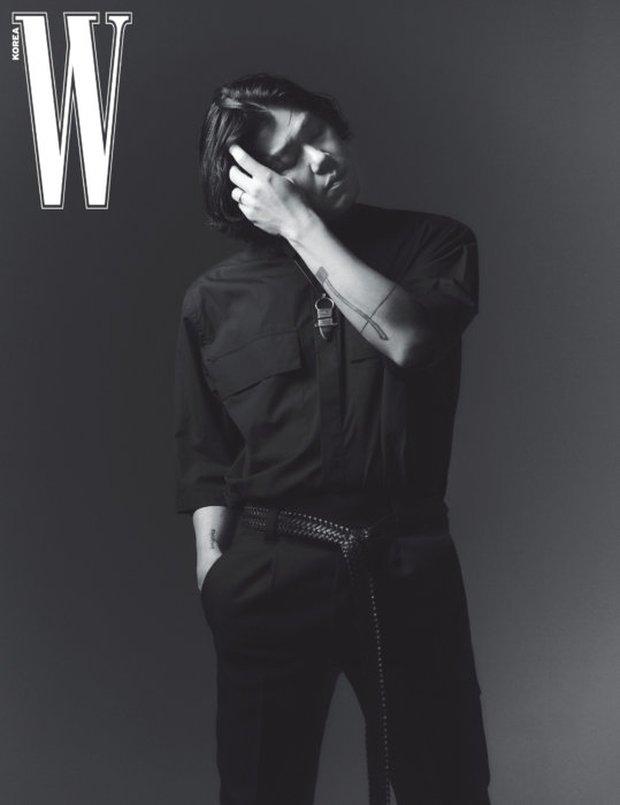 """Từng bị miệt thị """"xấu xí"""", nay chồng của Lee Hyori khiến dân tình """"ố á"""" khi lên tạp chí: Thần thái căng đét, bắp tay cuồn cuộn gây choáng - Ảnh 6."""
