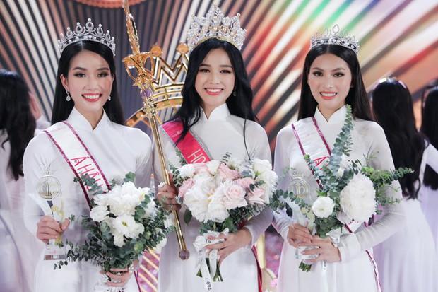 Clip hiếm hoi Hoa hậu Việt Nam và 2 Á hậu đọ sắc cùng khung hình qua camera thường: Dáng đi như catwalk và ngũ quan ngoài đời gây chú ý - Ảnh 7.